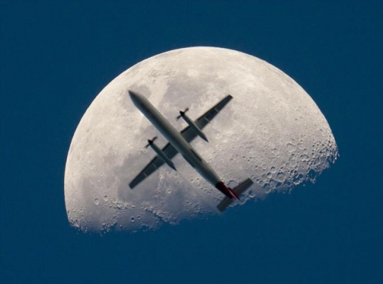 Dont You Love It When An Aeroplane Gets In The Way Of Your Moon Shot
